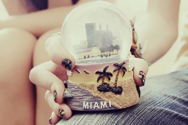 cute-miami-nails-photography-pretty-snow-globe-Favim.com-90794