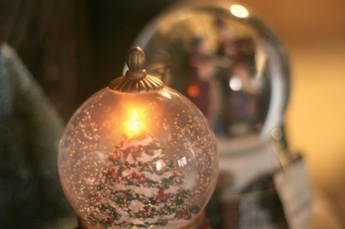 Favim.com-christmas-christmas-tree-gold-holidays-light-snow-50082