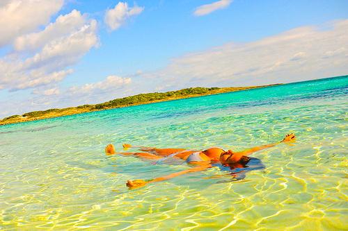 hot-sunny-bath-beach-708806