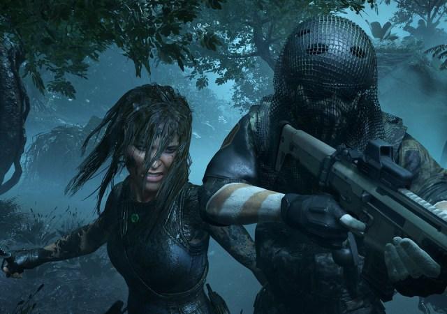 Lara Croft boos soldaat neerslaan