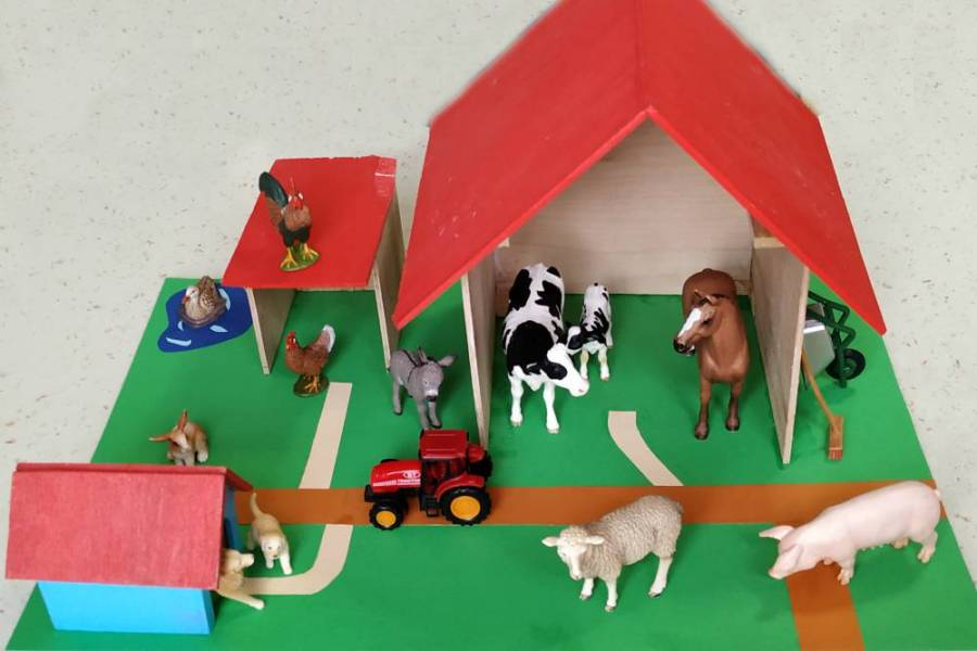 Ferma animalelor şi figurinele Schleich