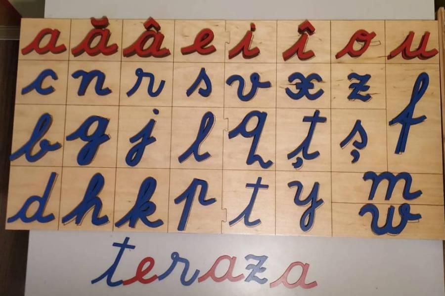 Alfabetul mobil Montessori