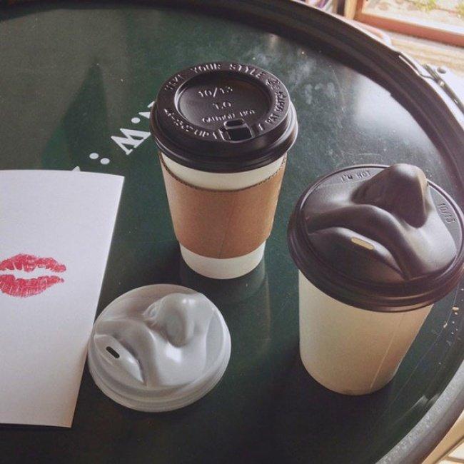 Un couvercle de gobelet à café pas comme les autres