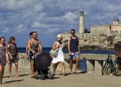Aumentan llegadas de turistas extranjeros y cae turismo interno y servicios: Sectur