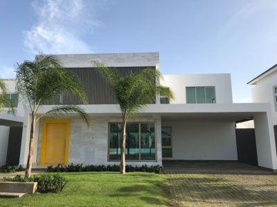 Impresionante Casa con 4 Habitaciones en Residencial ROBLE, Santiago