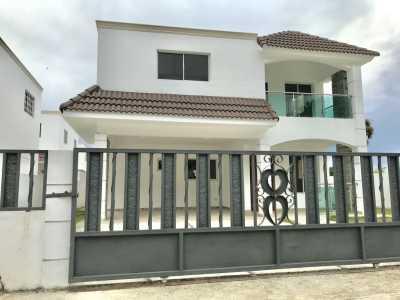 Casa Nueva con 3 Habitaciones en Complejo Cerrado de Llanos de Gurabo