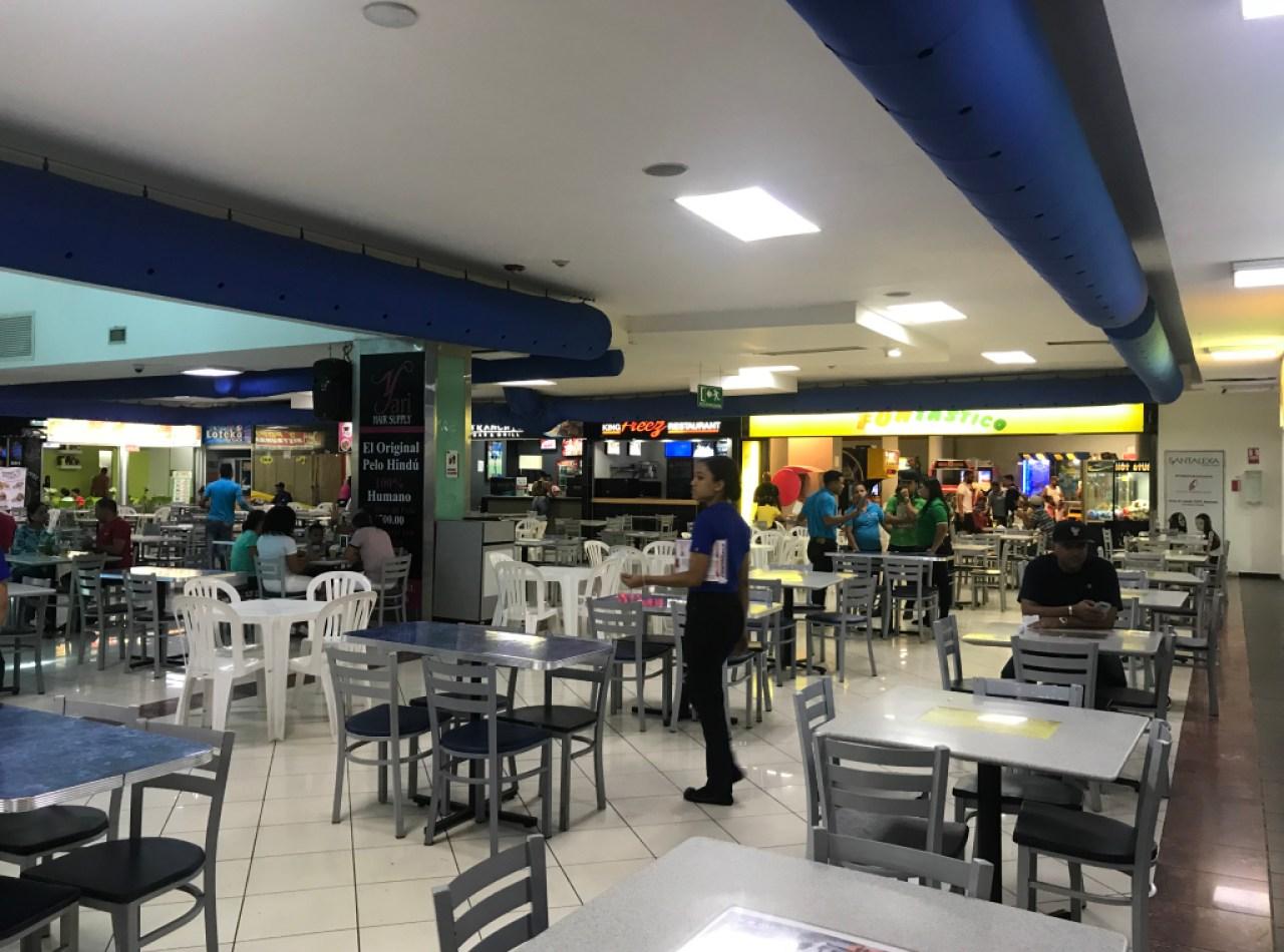 Bar y Restaurante en Food Court de Plaza Colinas Mall, Santiago