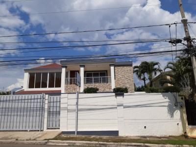 Cómoda Casa con 4 Habitaciones en Cerro Alto, Santiago