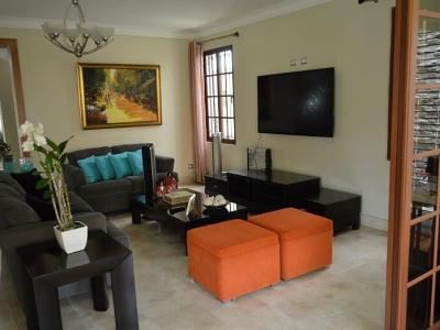 Hermosa Casa Amplia, 4 Habitaciones, Disponible en la Esmeralda