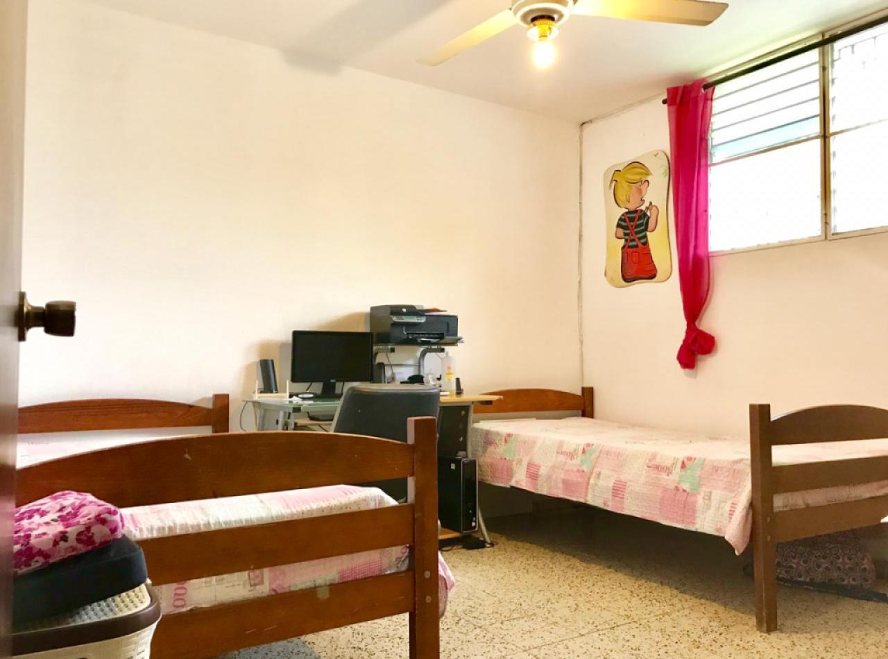 Preciosa Casa con 4 Habitaciones Disponible en Villa Olga, Santiago.