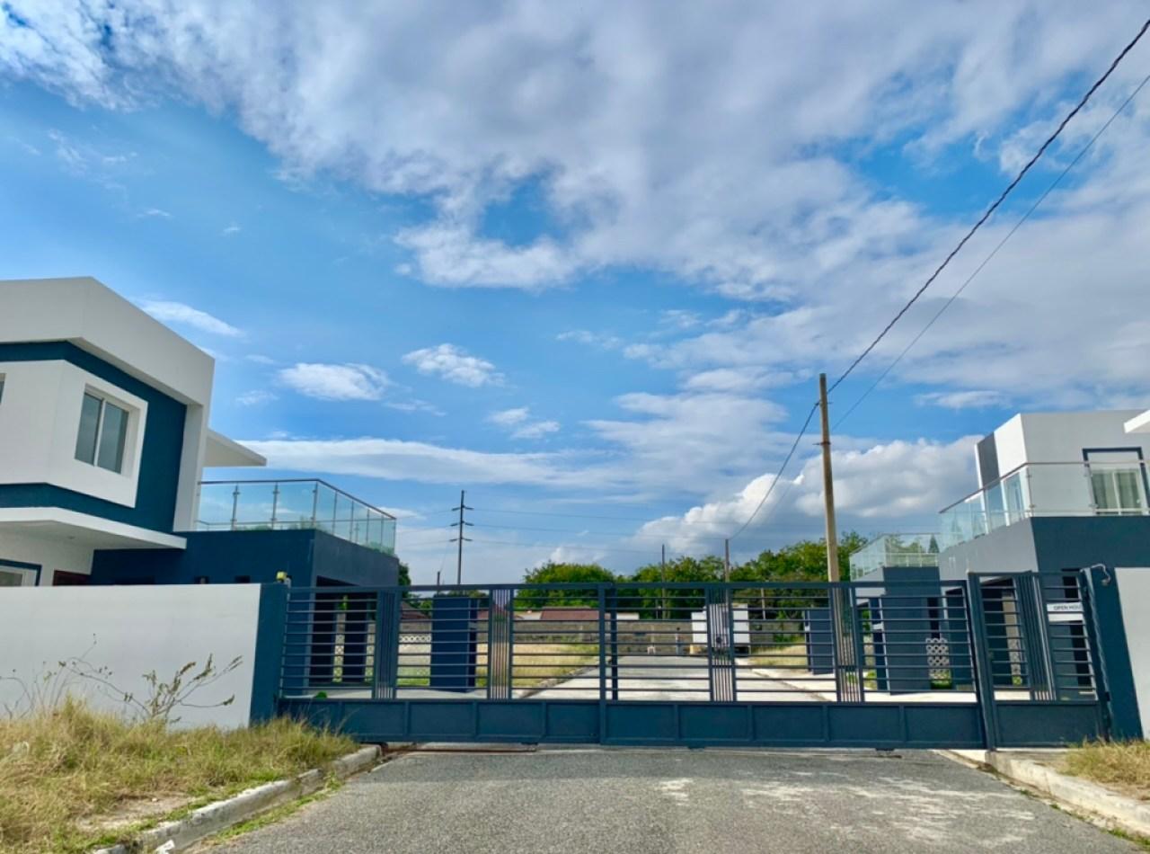 Residencial Victoria Casas en Venta en Urbanización Jardines del Sur