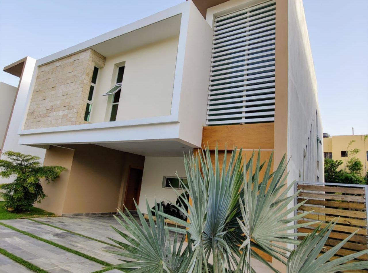 Exquisitas Casas en Exclusivo Proyecto Cerrado, Llanos de Gurabo