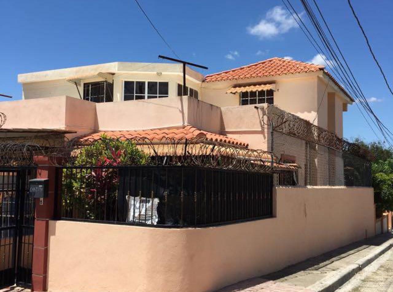 Casa Preciosa en Venta en Urb. Cerros del Sur, Santiago