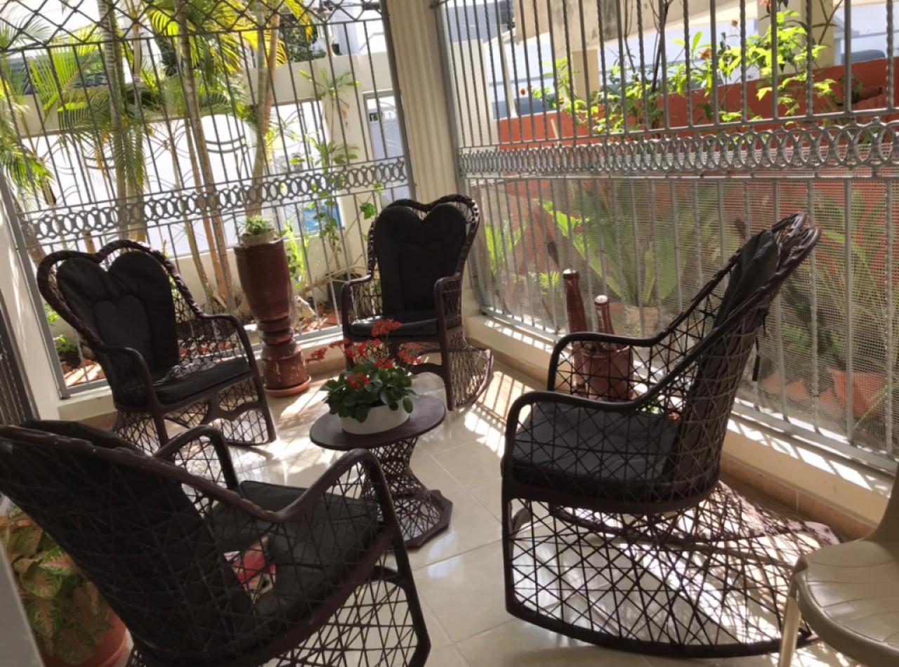 Hermosa Residencia de 2 Niveles Ubicada en El Paraíso, Santiago