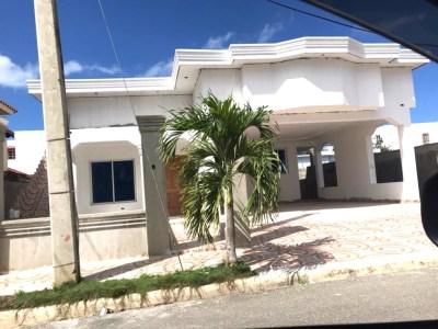 Acogedora Residencia en Venta en Cerro Alto, Santiago