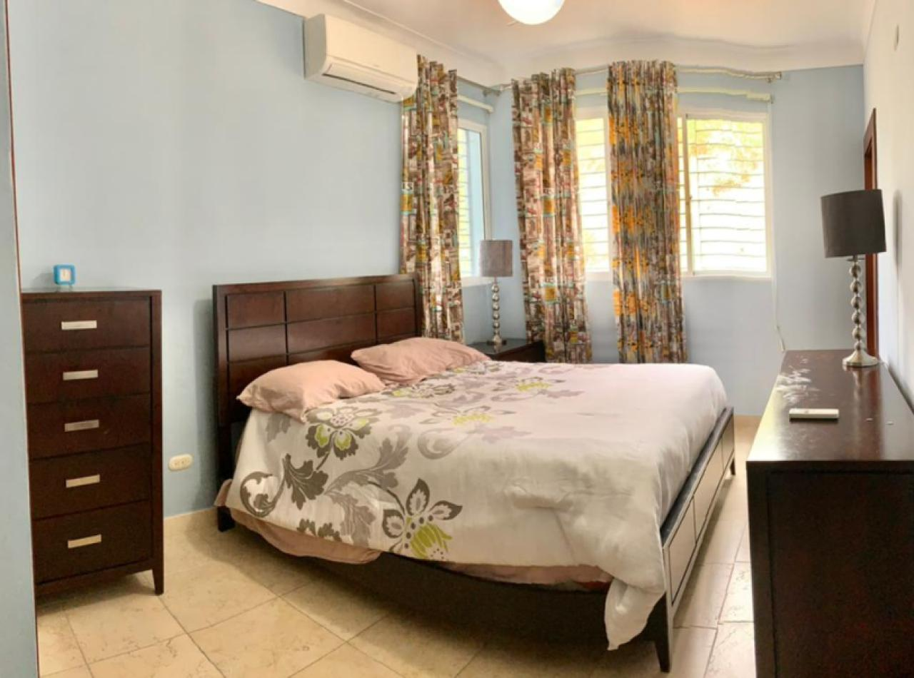 Lujoso Apartamento en 7mo Nivel con Hermosas Vistas, 265 Mts2