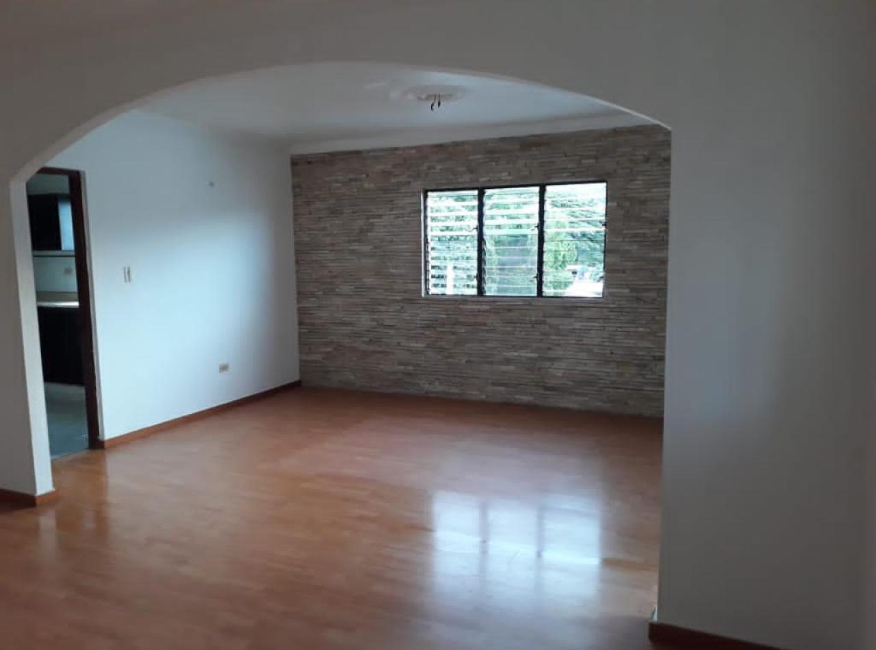 Amplio Apartamento en Ave. Gregorio Luperón, Santiago