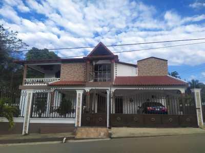 Hermosa Casa en Venta en la Estancia La Herradura, Santiago