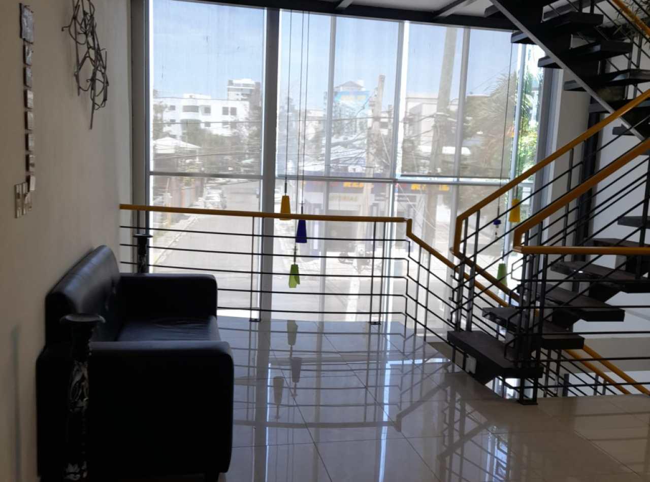 Atractivo Edificio en Alquiler de 3 Niveles en Santiago