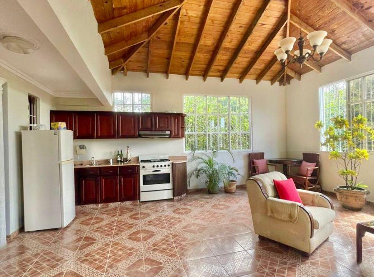 Increíble Casa con Piscina, de Oportunidad en Los Cerros de Gurabo