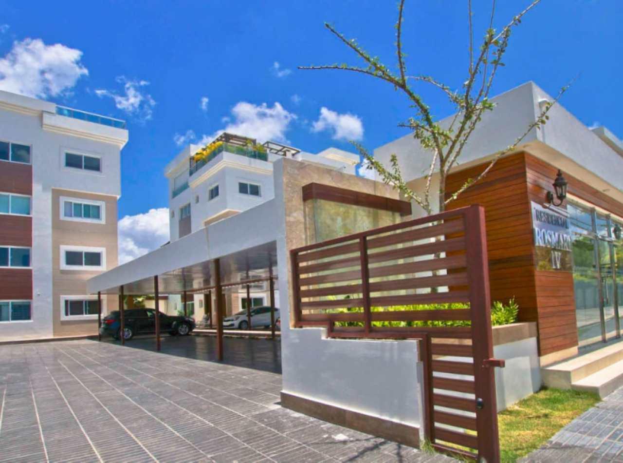 Espectacular Apartamento 1er Nivel con Patio en Monte Verde, Santiago