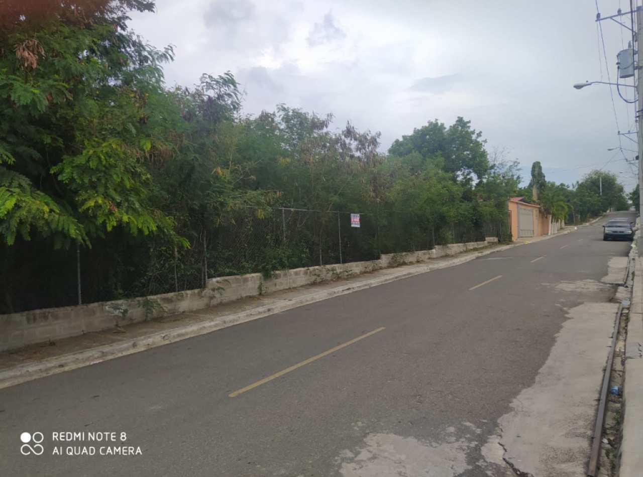 Terreno de 2,742 Mts2 Disponible en Los Álamos