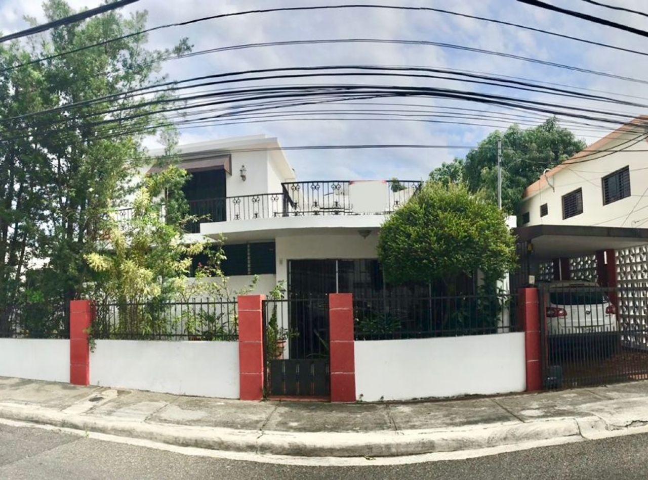 Casa para Negocio Disponible en Cerros de Gurabo