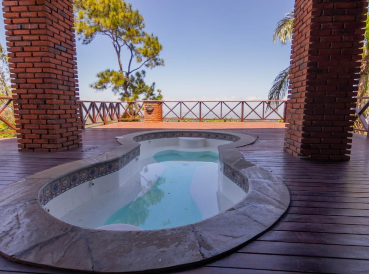 Villa Exquisita con Increíble Vista en las Alturas de la Montaña