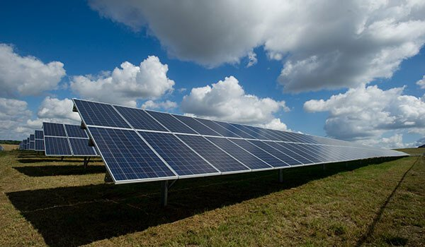 Can renewable energy replace the oil and gas industry?