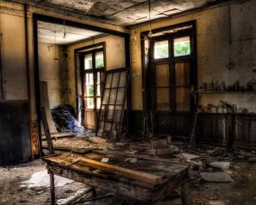 abandonded-1017454_1280