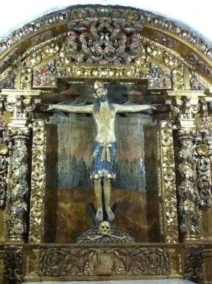 Retablo barroco con el Cristo de la Cantonada, crucificado del siglo XII