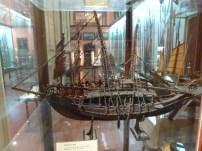 Barco realizado con clavos