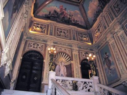 Detalle de las decoraciones de la caja de escalera del Palacio de Santoña.