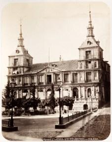 J. Laurent: Vista del Ayuntamiento de Toledo. Fondo IPHE.