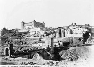 J. Laurent: Vista de Toledo desde el puente de Alcántara. Fondo IPHE.