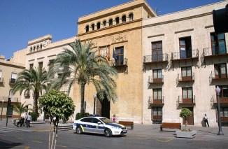 Foto actual del Ayuntamiento de Elche. Foto Wikimedia Commons.
