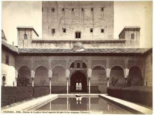 J. Laurent: Vista del patio de los Arrayanes de la Alhambra de Granada. Fondo IPHE.