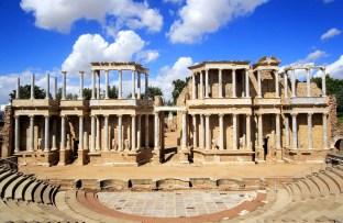 Vista actual del teatro romano de Mérida. Wikimedia Commons.