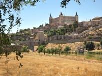 Vista actual de Toledo desde el puente de Alcántara. Wikimedia Commons.