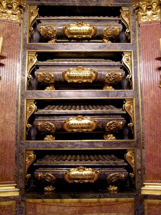 Panteón de Reyes. Detalle de los sarcófagos. Foto: wiki commons