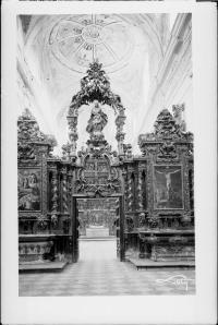 Nave de la iglesia del Paular. Separación entre el coro de Padres y el coro de legos. Foto: Archivo IPCE, fondo Loty.