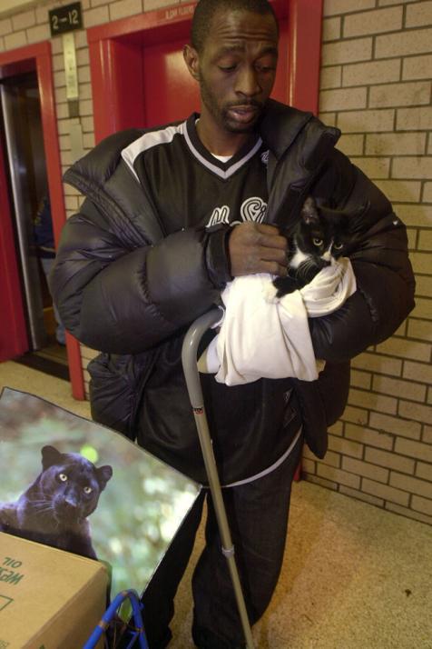 Tiger Man Raised 425 Pound Pet Cat