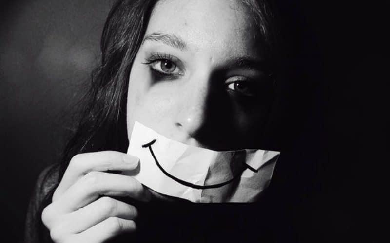 Souriez pour vous libérer de la tristesse