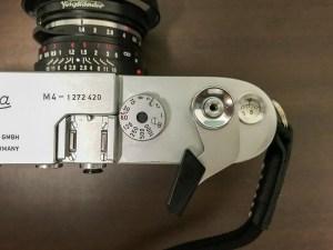 Leica M4の操作系。シャッターダイヤルのみ。