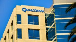 Logo Qualcomm (QCOM) sul lato di un edificio a San Jose, CA.