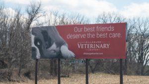 Tabellone per le affissioni del centro veterinario di Dillsburg