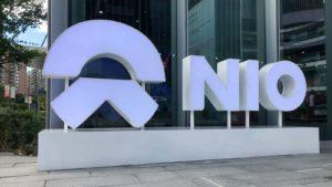 Un cartello Nio (NIO) all'esterno degli stabilimenti dell'azienda a Shanghai, in Cina.