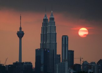 """Malaysia """"running out of tools to tackle a financial crisis"""""""
