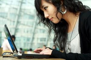 asian-woman-computer