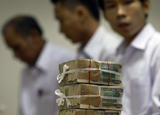 Myanmar kyat plunges to new lows